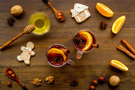 Flay lay of Christmas hot mulled wine with cinnamon and spices 版權商用圖片