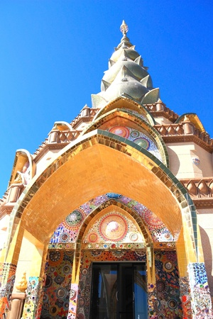 Wat Phra Dhat Phakaew is the temple that decorated with marble, dishes and colorful tiles Stok Fotoğraf