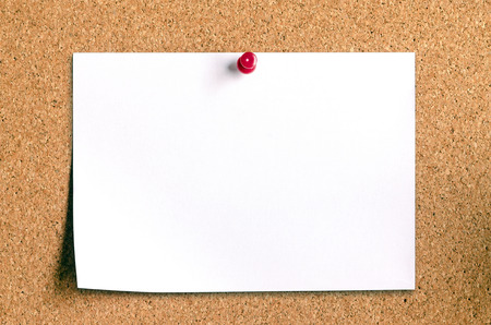 closeup of blank note paper on cork board 免版税图像 - 26172657