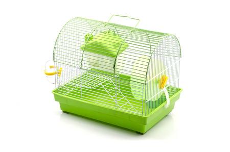 Een gele doos in een kleine gele hamsterkooi