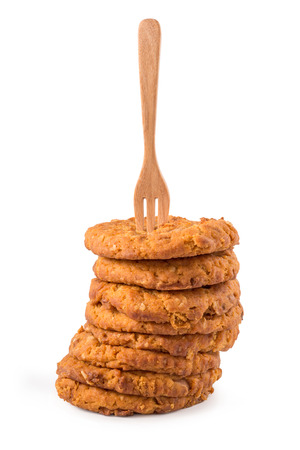 cikolatali: Fork put on Chocolate chip cookies isolated on white background.