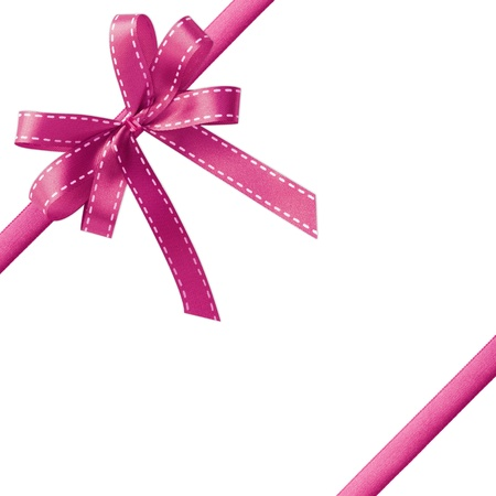 lazo rosa: Cinta de raso rosa brillante sobre fondo blanco con espacio de copia