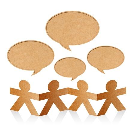 trabajo social: Red social, papel humano con burbujas de discurso en blanco sobre fondo blanco