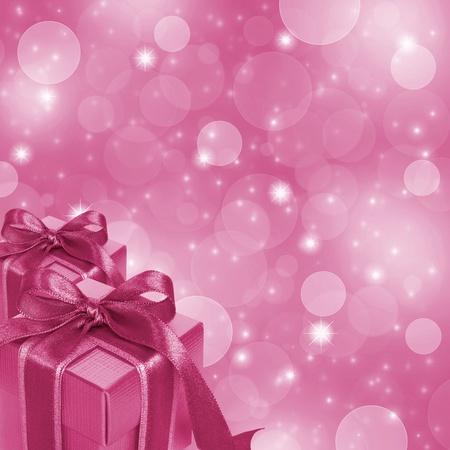 lazo rosa: Cajas de regalo de color rosa sobre fondo abstracto purpurina rosa