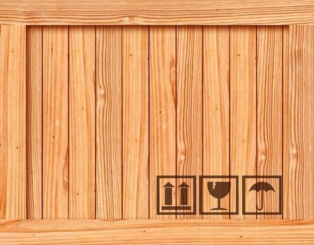 export and import: Seguridad fr�gil icono en caja de madera con el espacio