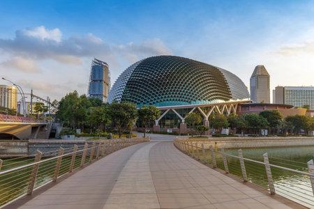Singapore -September 25 2017 : building Esplanade - Theatres on the Bay Editöryel