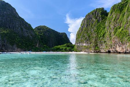Prachtige Maya-baai van Phi Phi-eilanden in de ochtend met minder toeristen van 2017
