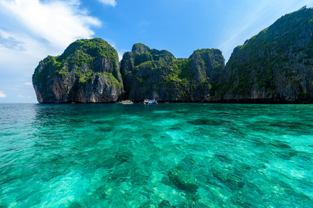Beautiful Maya bay of Phi Phi Islands in the morning with less tourist 2017 Stockfoto