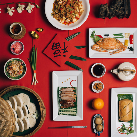 Imagens de conceito para mesa de ano novo chinês configurar e chinês deish com palavra chinesa significa fortuna