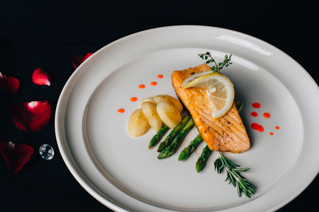 Concept picture for luxury Valentines day food - grill salmon Stockfoto