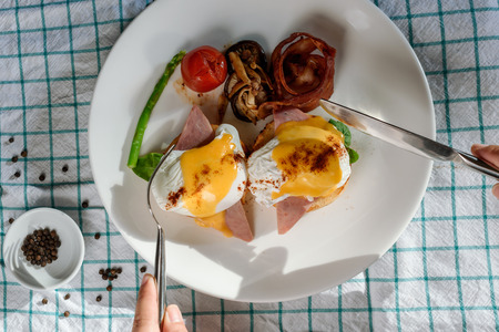 Nice presentation of eggs benedicts for breakfast Stockfoto