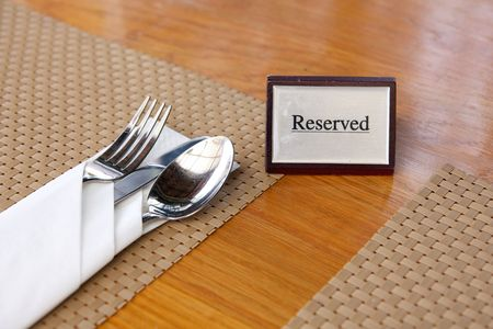 reservacion: Mesa de restaurante reservado  Foto de archivo