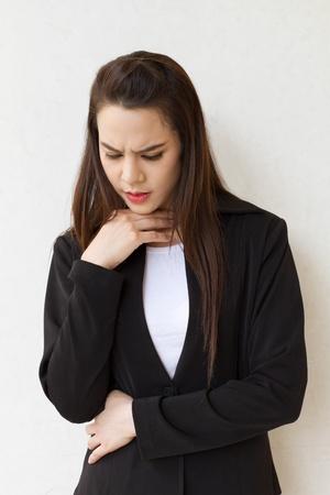 아픈: 목에 문제점이 아픈 여자 스톡 사진