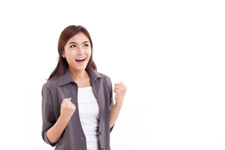 vertrouwen, gelukkige, succesvolle zakelijke vrouw kijken naar lege ruimte op witte geïsoleerde achtergrond