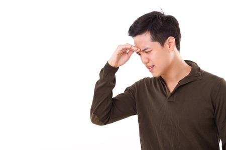 enfermo, estresado hombre sufre de dolor de cabeza Foto de archivo