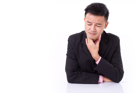 zieke zakenman die lijden keelpijn