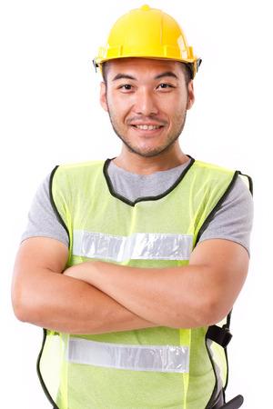 operarios trabajando: seguro, fuerte trabajador de la construcción en el fondo blanco