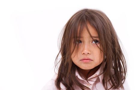 cara triste: niña llorando