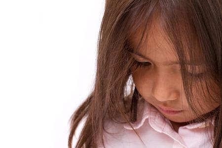 petite fille triste: Sad, fatigué, déprimé petite fille