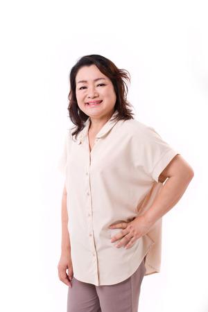 Gelukkige middenjarige Aziatische vrouw