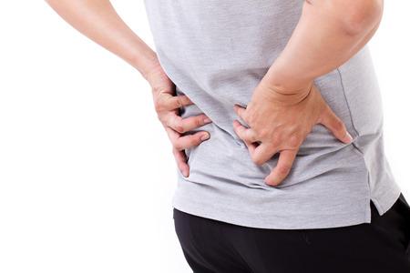 artritis: mano que sostiene el dolor de espalda