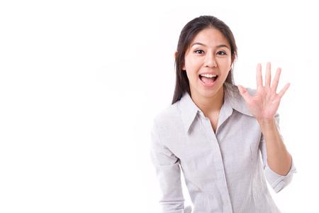 Femme heureuse montrant sa paume ou 5 doigts geste Banque d'images - 43489185
