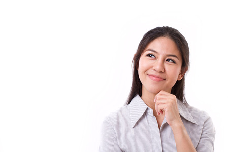 mujer reflexionando: Pensamiento de la mujer mirando hacia arriba