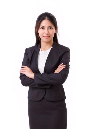 Zekere Aziatische zakenvrouw die haar armen Stockfoto