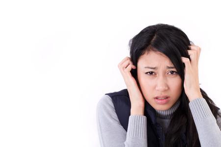 dolor de cabeza: estresado mujer que sufre de dolor de cabeza, ansiedad, migra�a, resaca Foto de archivo