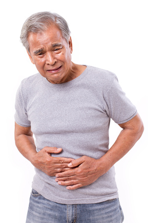 복통, 설사, 소화 장애로 고통받는 아픈 노인