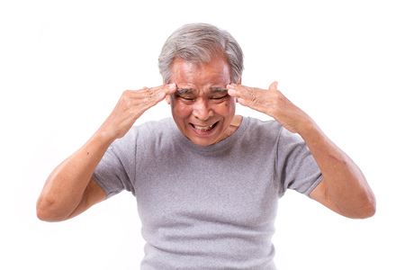 senoir man die lijden aan hoofdpijn, stress, migraine Stockfoto