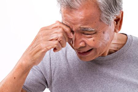 Homme senoir souffrant de maux de tête, le stress, la migraine Banque d'images - 47996457