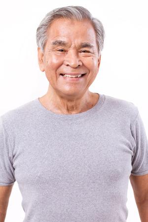 portret van gelukkig, lachend, positieve senior Aziatische man Stockfoto