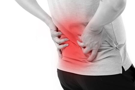 mano che tiene il mal di schiena