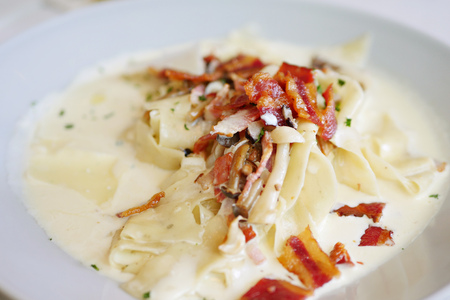 food dish: fettucine white sauce with bacon and mushroom
