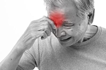 visage homme: homme �g� souffrant de maux de t�te, le stress, la migraine
