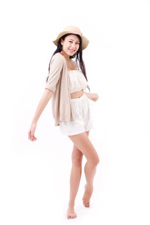 cabello negro: feliz, mujer sonriente en traje de verano