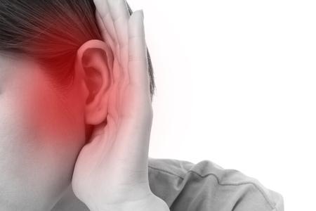 ruido: mujer con pérdida de audición o con problemas de audición