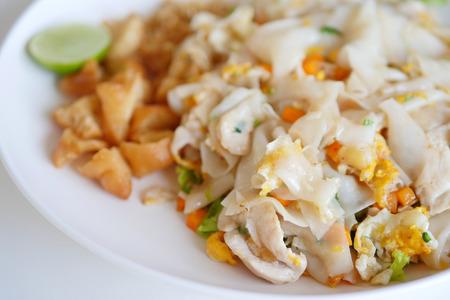 fried noodle: fried noodle, wok fry asian street food