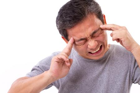 Esaurito vecchio con mal di testa, emicrania, vertigini Archivio Fotografico - 81012942