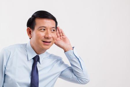 Gelukkige lachende positieve zakenman luisteren naar goed nieuws Stockfoto