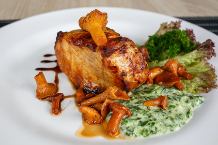 Fillet of beef or pork steak with mushrooms and sauce with chanterelles Standard-Bild