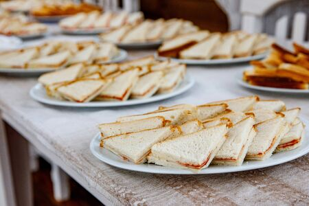 Plates with triangle sandwiches on event catering Stockfoto