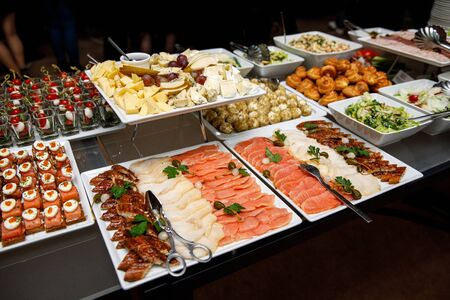 Different types of fish on the banquet table Standard-Bild