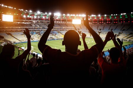 Football fans support team on crowded soccer stadium Banque d'images