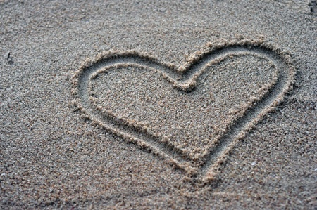 draw heart on sand