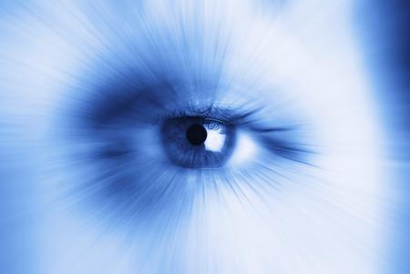 ojo humano: Primer plano de un solo ojo humano