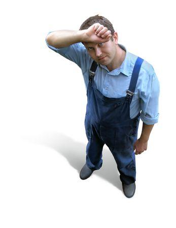 dudando: Trabajador cansado - hombre en ropas de funcionamiento - constructor, granjero, maquina-operador. Visi�n desde arriba. Aislado en blanco. Trayectoria del truncamiento. Foto de archivo