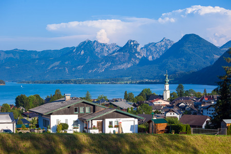 wolfgang: St. Gilgen and Wolfgang See lake with Sparber and Bleckwand peaks, Alps mountains, Austria Stock Photo