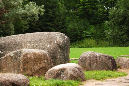 gaily: Park with trees and big stones.